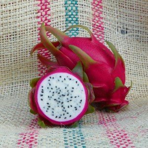 Dragon Fruit variety Niezel fruit sliced