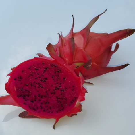 Red ES1 Dragon Fruit Sliced